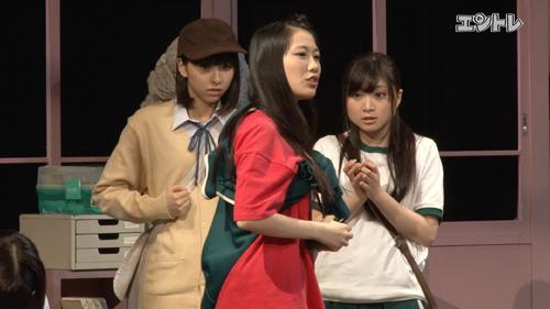 ももいろクローバーZ 舞台「幕が上がる」 左から玉井詩織 高城れに 有安杏果