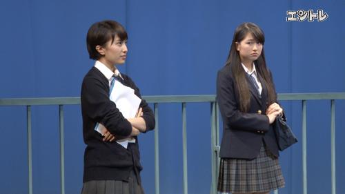ももいろクローバーZ 舞台「幕が上がる」 左から百田夏菜子、佐々木彩夏