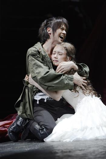 浦井健治×ソニン 舞台「トロイラスとクレシダ」