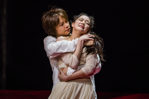 舞台「あわれ彼女は娼婦」舞台写真