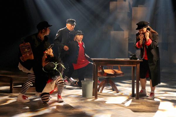 青年座「天一坊十六番」舞台写真