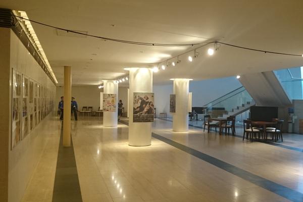 静岡芸術劇場のロビー