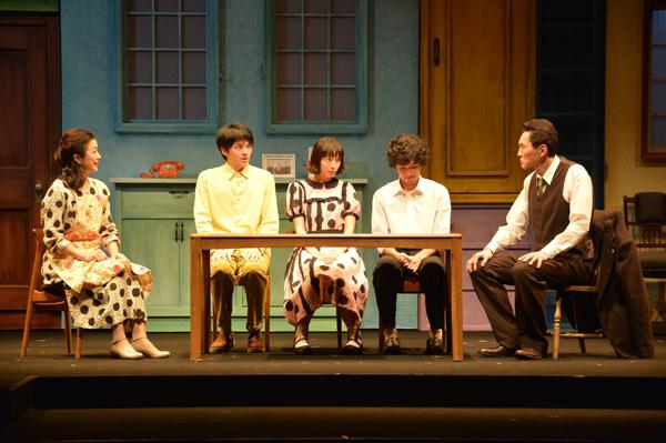 舞台「家族の基礎」舞台写真