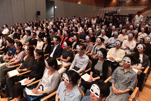 宮本亜門演出「幽玄」客席の様子