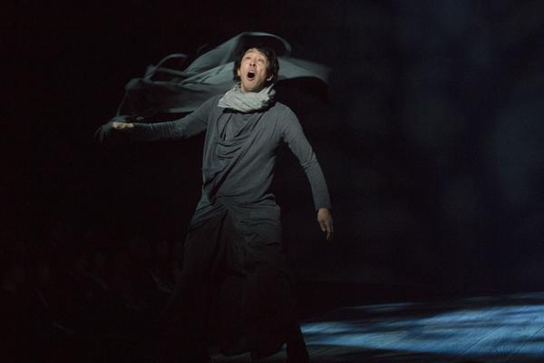 舞台「ハムレット」北村有起哉 撮影:引地信彦