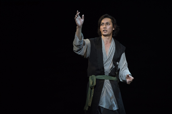 舞台「ハムレット」加藤和樹 撮影:引地信彦