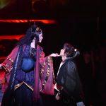 舞台「里見八犬伝」左は比嘉愛未、右は山崎賢人