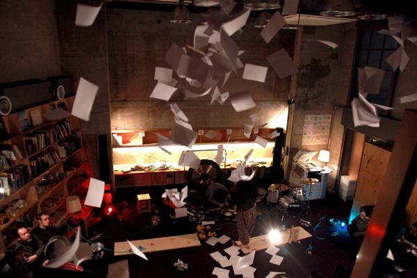 バストリオ+松本一哉 舞台「黒と白と幽霊たち」