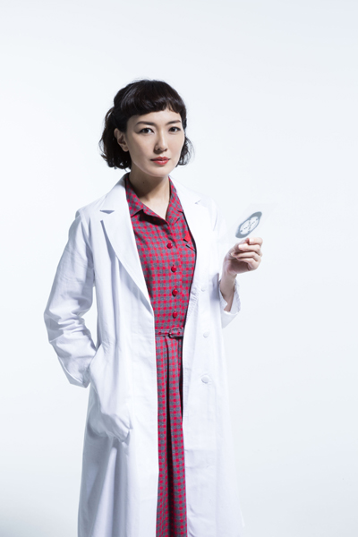 舞台「PHOTOGRAPH 51」出演の板谷由夏