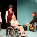 俳優座LABO公演「転がる石に苔むさず」舞台写真