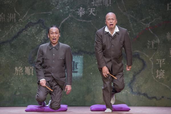 こまつ座「円生と志ん生」左から 大森博史 ラサール石井 撮影:谷古宇正彦