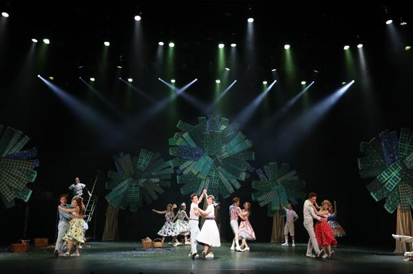 ミュージカル「パジャマゲーム」舞台写真 撮影:花井智子