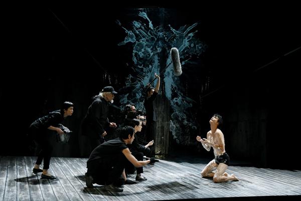 世田谷パブリックシアター『岸 リトラル』撮影:細野晋司