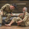 舞台「赤道の下のマクベス」右から池内博之、平田 満