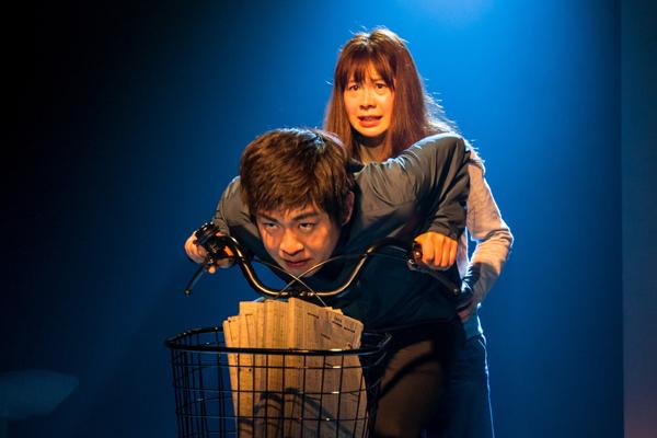 くちびるの会「逃げぬれて、夜」がせんがわ劇場で開幕!