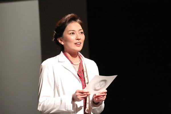 舞台「フォトグラフ51」板谷由夏 撮影:花井智子