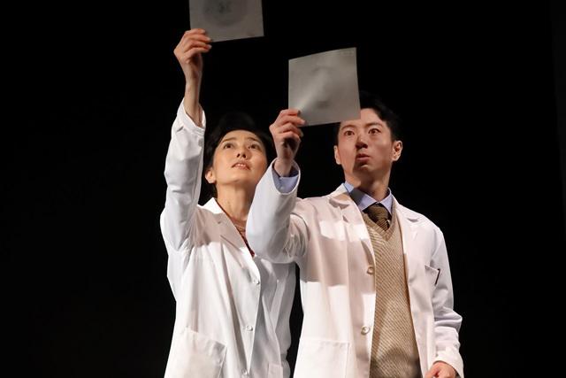 舞台「フォトグラフ51」板谷由夏、矢崎広 撮影:花井智子