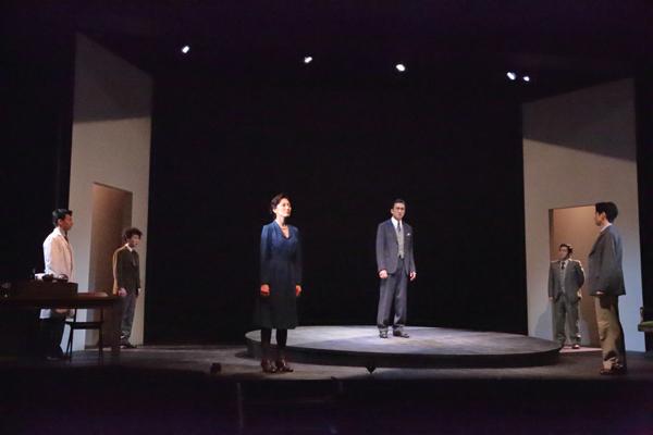 舞台「フォトグラフ51」撮影:花井智子