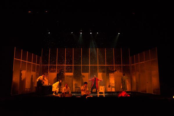 第9回公演「愛の眼鏡は色ガラス」舞台写真