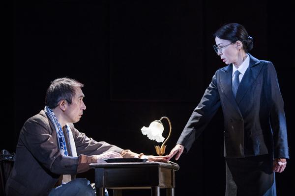 舞台「夢の裂け目」(左から)段田安則、保坂知寿