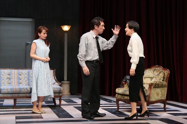 舞台「出口なし」大竹しのぶ、多部未華子、段田安則 撮影:宮川舞子