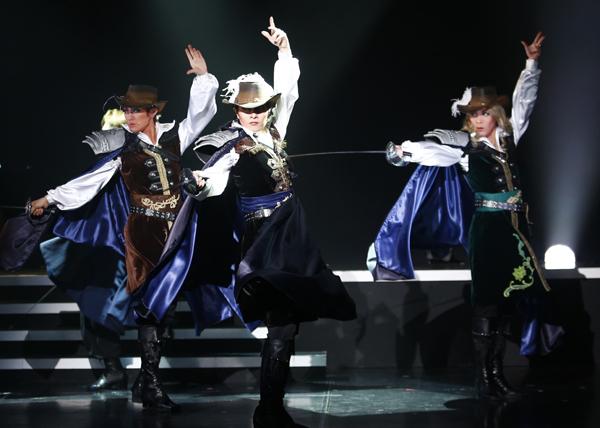 2018年2月~3月に上演「三銃士~La seconde~」舞台写真 中央は楊 琳