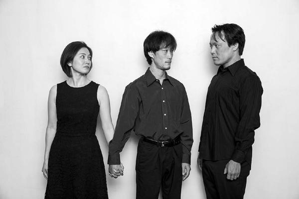 写真右から、キサラカツユキ(londonPANDA)、本田椋(劇団 短距離男道ミサイル)、木村美砂恵
