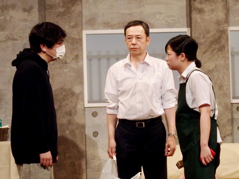 静かで激動! 10年間の変化に息を呑む 舞台「莫逆の犬」観劇レビュー