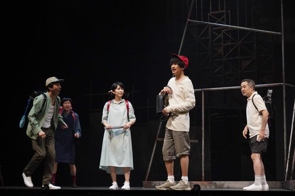 左から菅原永二、平原テツ、松たか子、瑛太、松尾スズキ