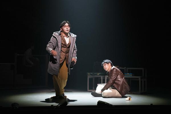 舞台『ドクター・ホフマンのサナトリウム~カフカ第4の長編~』 撮影:引地信彦