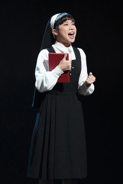 ミュージカル『天使にラブ・ソングを~シスター・アクト~』 屋比久知奈 写真提供/東宝演劇部
