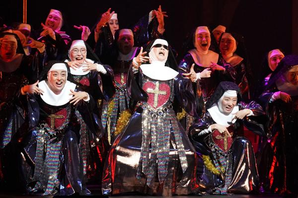 ミュージカル『天使にラブ・ソングを~シスター・アクト~』写真提供/東宝演劇部