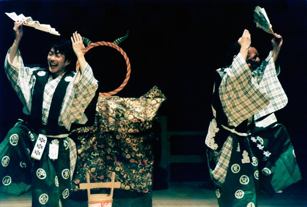 『鏡冠者』舞台写真(撮影:上牧佑)