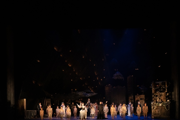オペラ『夏の夜の夢』 撮影:寺司正彦 提供:新国立劇場