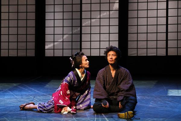 『斬られの仙太』(右から)伊達 暁、陽月 華 撮影: 宮川舞子