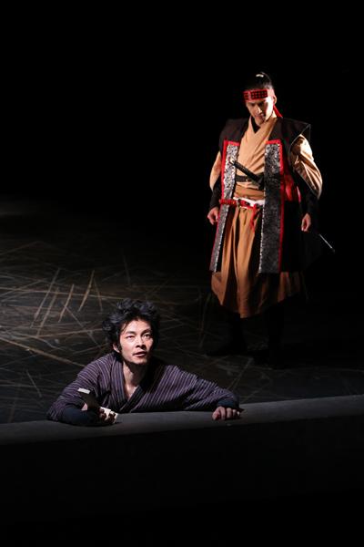 『斬られの仙太』左から 伊達 暁、小泉将臣 撮影:宮川舞子