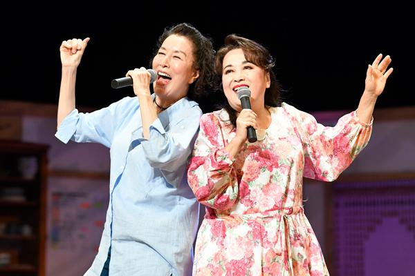(左から)高畑淳子、渡辺えり